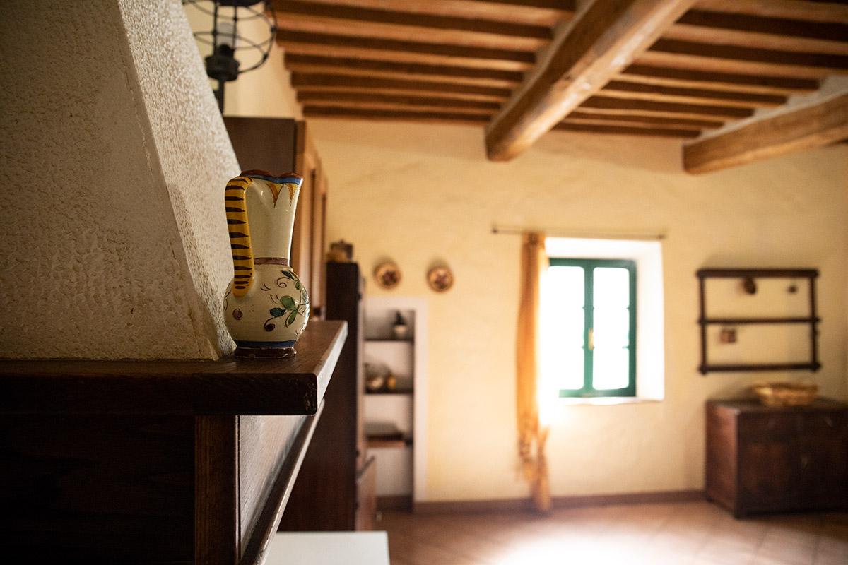 soggiorno-primo-piano-dettagli-cucinaa-antica